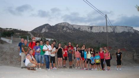 Foto de grupo de los participantes en la ruta nocturna