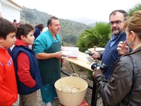 04_Los amigos de www.cartagenadehoy.com entrevistan al especialista en embutidos tradicionales
