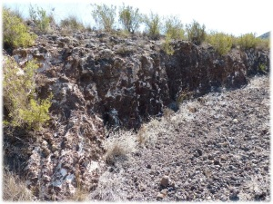 Parada 6_Geologia volcanica_Corte de colada de lava con apariencia de malpais