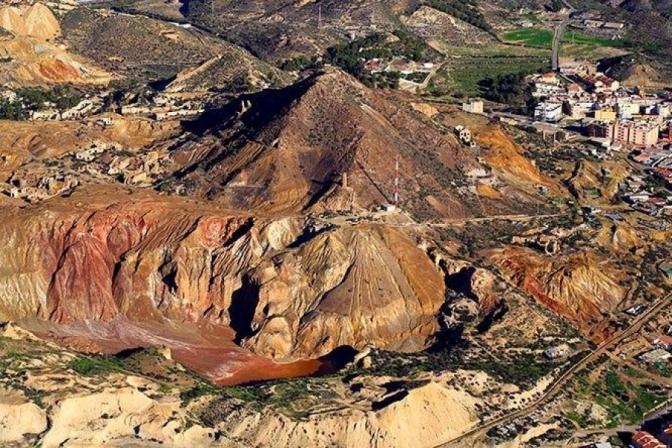 La UPCT acoge una exposición fotográfica sobre el patrimonio minero de Mazarrón